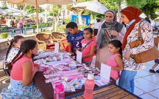إقبال كبير على معرض منتجات الأطفال في الأهلي
